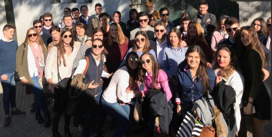 Cofradía Borriquilla Granada: VIAJE A SEVILLA ORGANIZADO POR EL GRUPO JOVEN